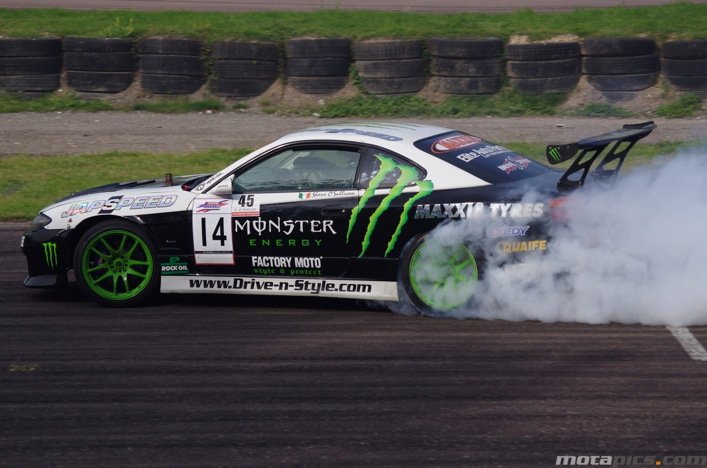 motapics-wallpaper-drifting-nissan-silva-monster_1400px.jpg