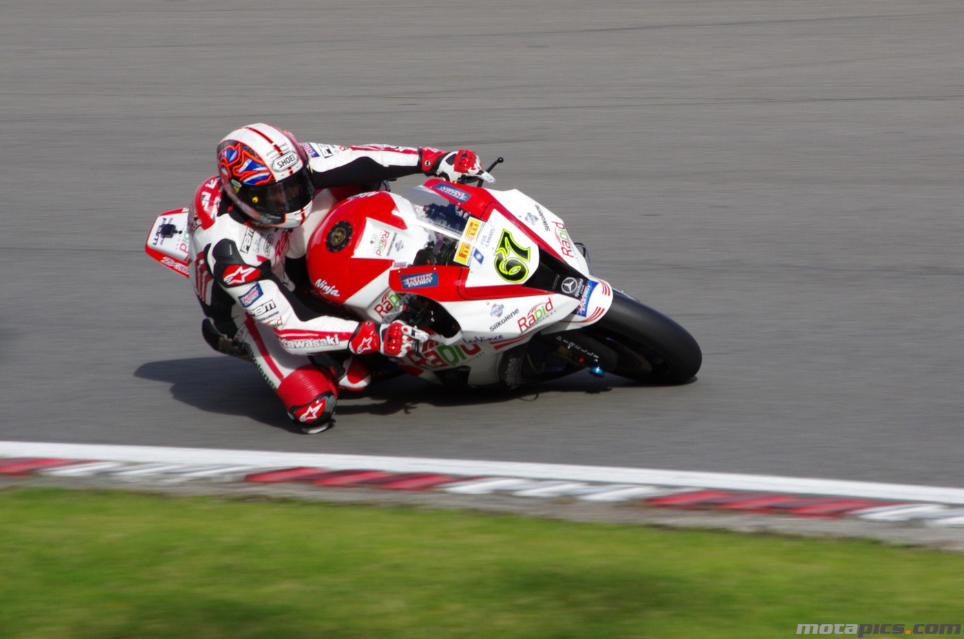 motapics-wallpaper-shakey-byrne-brands-hatch-shoot-out-2012_1400px.jpg