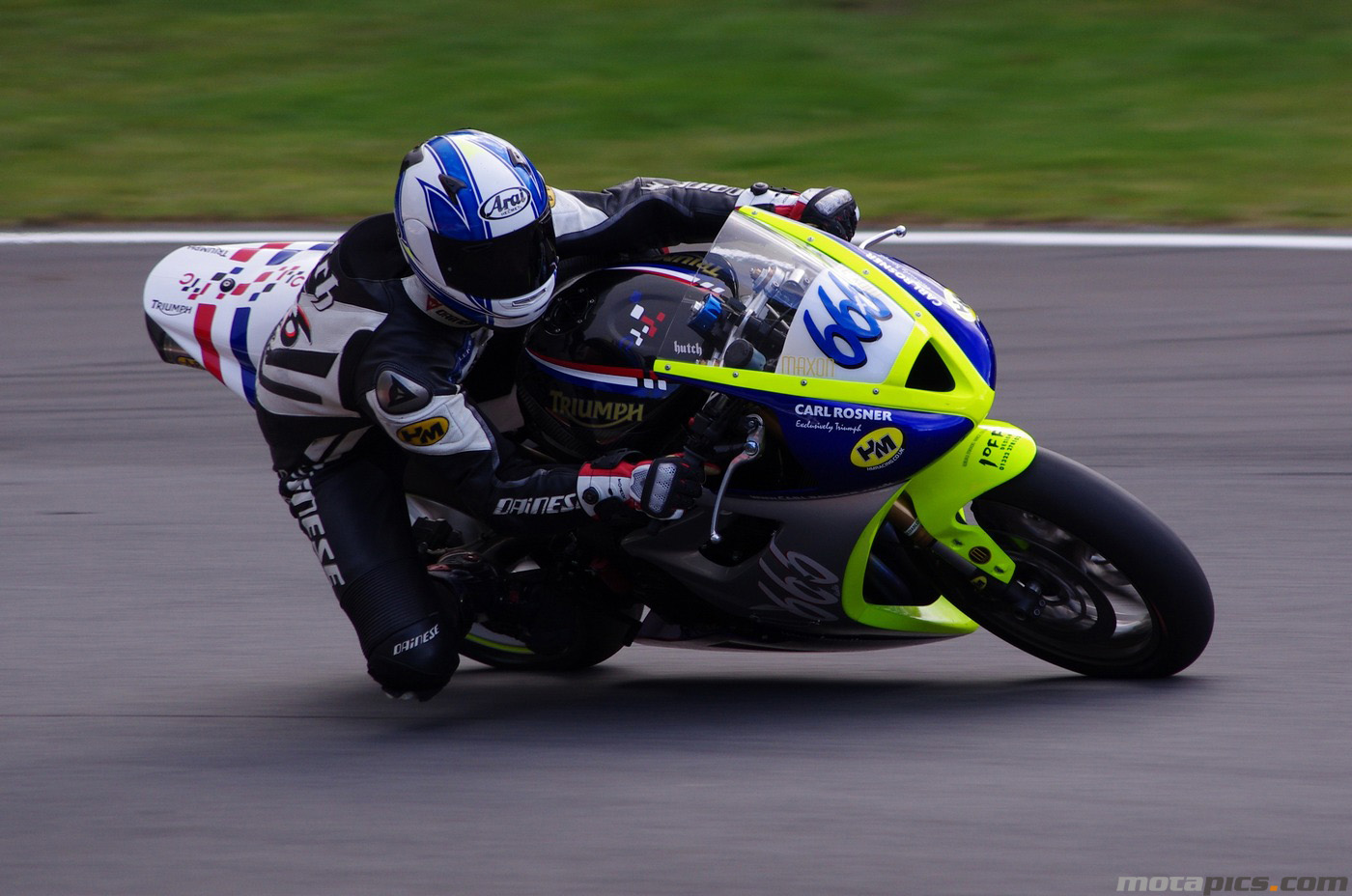 motapics-wallpaper-triumph-triple-challenge-brands-hatch-no666_1400px.jpg